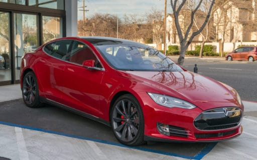 Palo Alto, CA, USA - February 15, 2015: Tesla Model S on display on Feb 15, 2015 in Palo Alto, CA. Tesla is an American company that designs, manufactures, and sells electric cars. Bild 2: © istock.com/Jag_cz