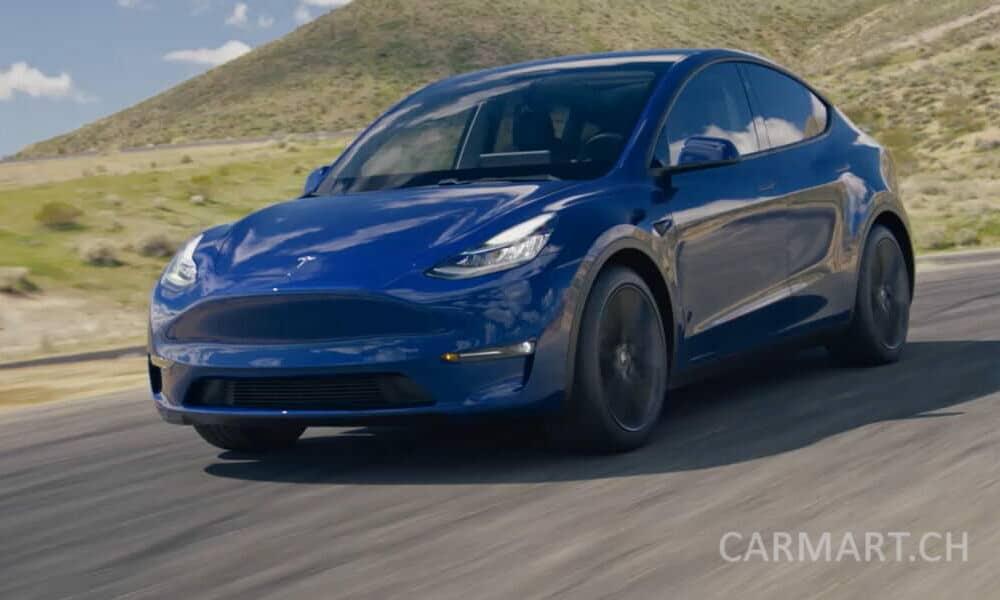 Tesla Model Y in blau