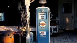 Benzin Tanken vs. Strom laden